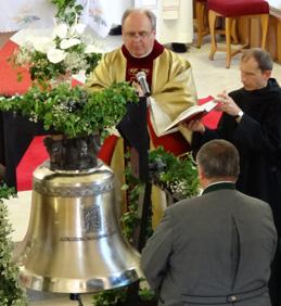 Svěcení nového zvonu ve vojkovickém kostele
