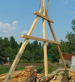 Pokračování rekonstrukce střechy kostela