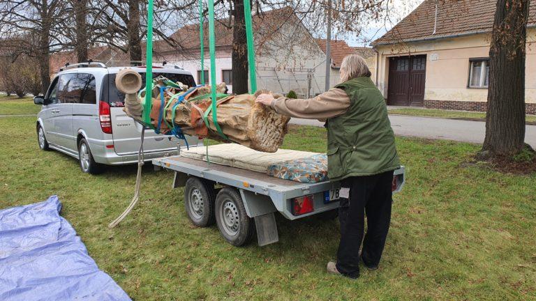 Příprava sochy na transport 11