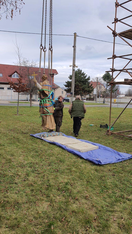 Příprava sochy na transport 6