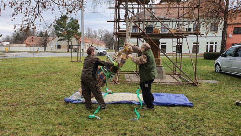 Příprava sochy na transport 8